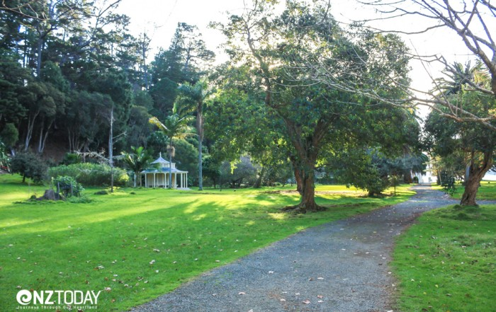 Part of the idyllic picnic lawns behind the Mansion House
