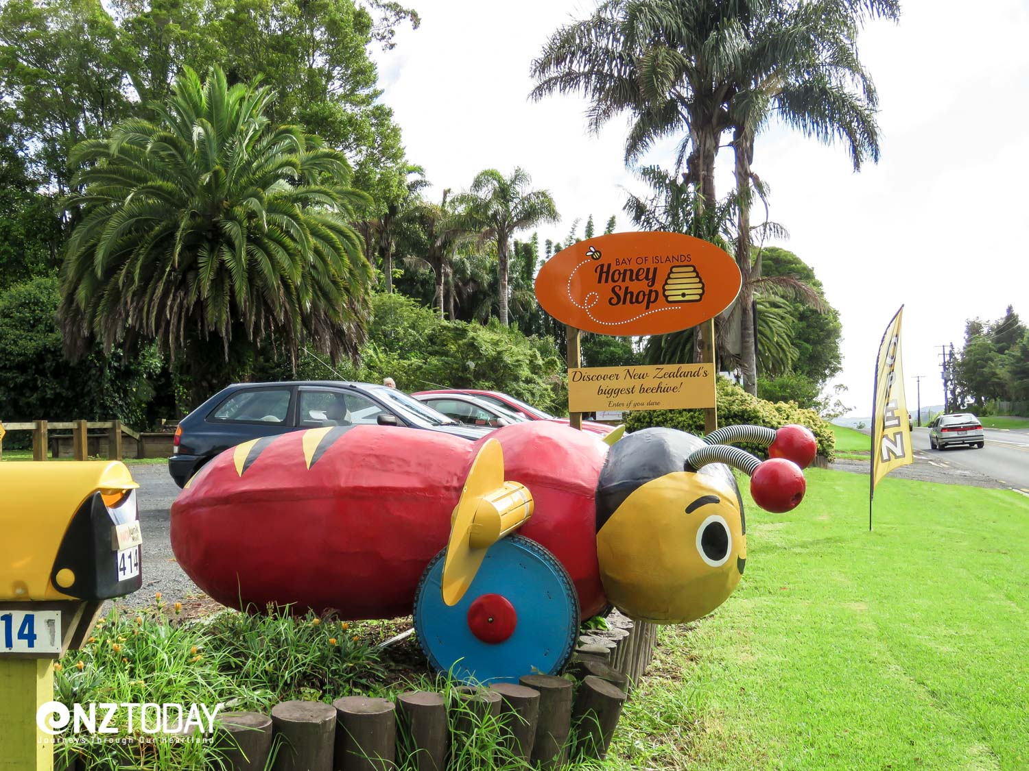 Iconic Buzzy Bee at the entrance to Bay of Islands Honey Shop