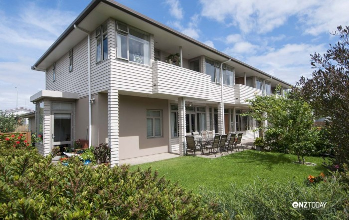 Abbeyfield House in Sandringham, Auckland. Built in 2006 to replace four pensioner flats on the site, it differs from other Abbeyfield Houses in that it is on two levels. Each studio has an ensuite, and a patio or balcony if upstairs. It has 12 residents and is close to Sandringham shops, library and community facilities. Plans are underway to establish a second Auckland house in south Auckland, if funding can be raised.