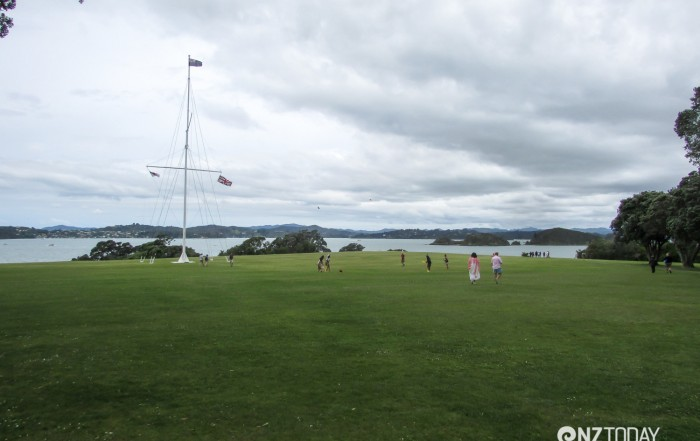 The flag pole on the Treaty Ground at Waitangi marks the spot where the Treaty of Waitangi was signed. The New Zealand flag is at the top, with the British flag and the Maori trading flag below.