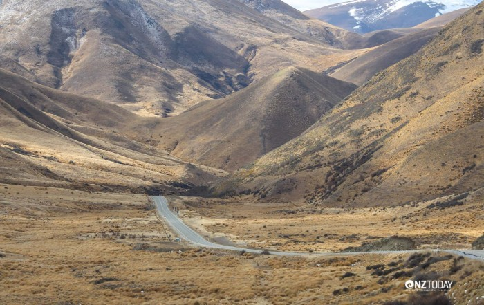 Although this is not specifically a story about the Lindis Pass, it is central to part of the story. So let's take a look at this spectacular drive through spectacular country