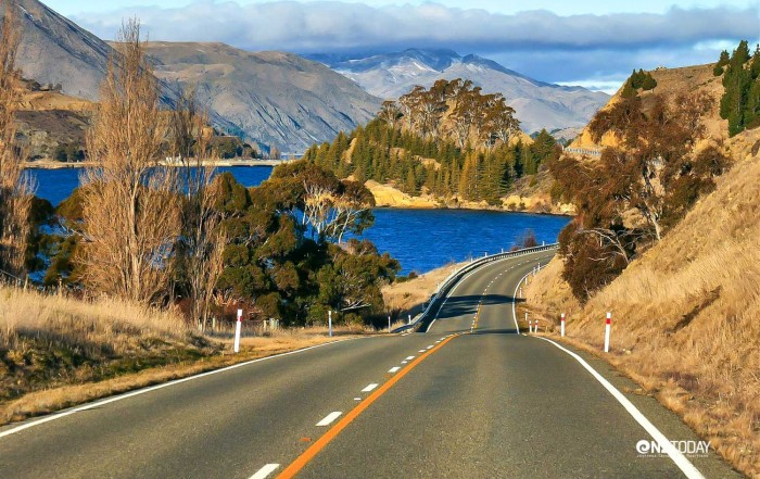 The road up the Waitaki Valley – a journey of two halves. Lake Aviemore and the dam just visible in this late afternoon shot. Derek Smith