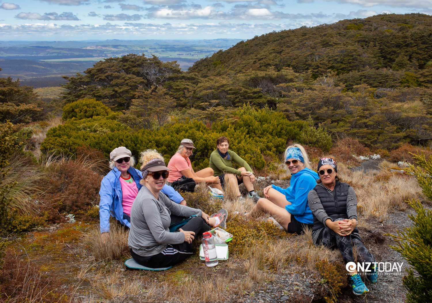 Lunch below the Blyth Hut – (L-R) Clare, Di, Marion, Rebecca, Sandy and Helen