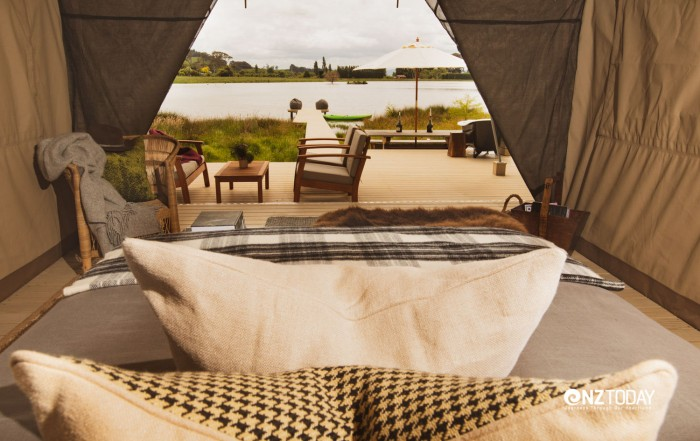 Manutuke Eco Retreat is enclosed within a horseshoe of lush, green hills on the shores of a little lake and wetland