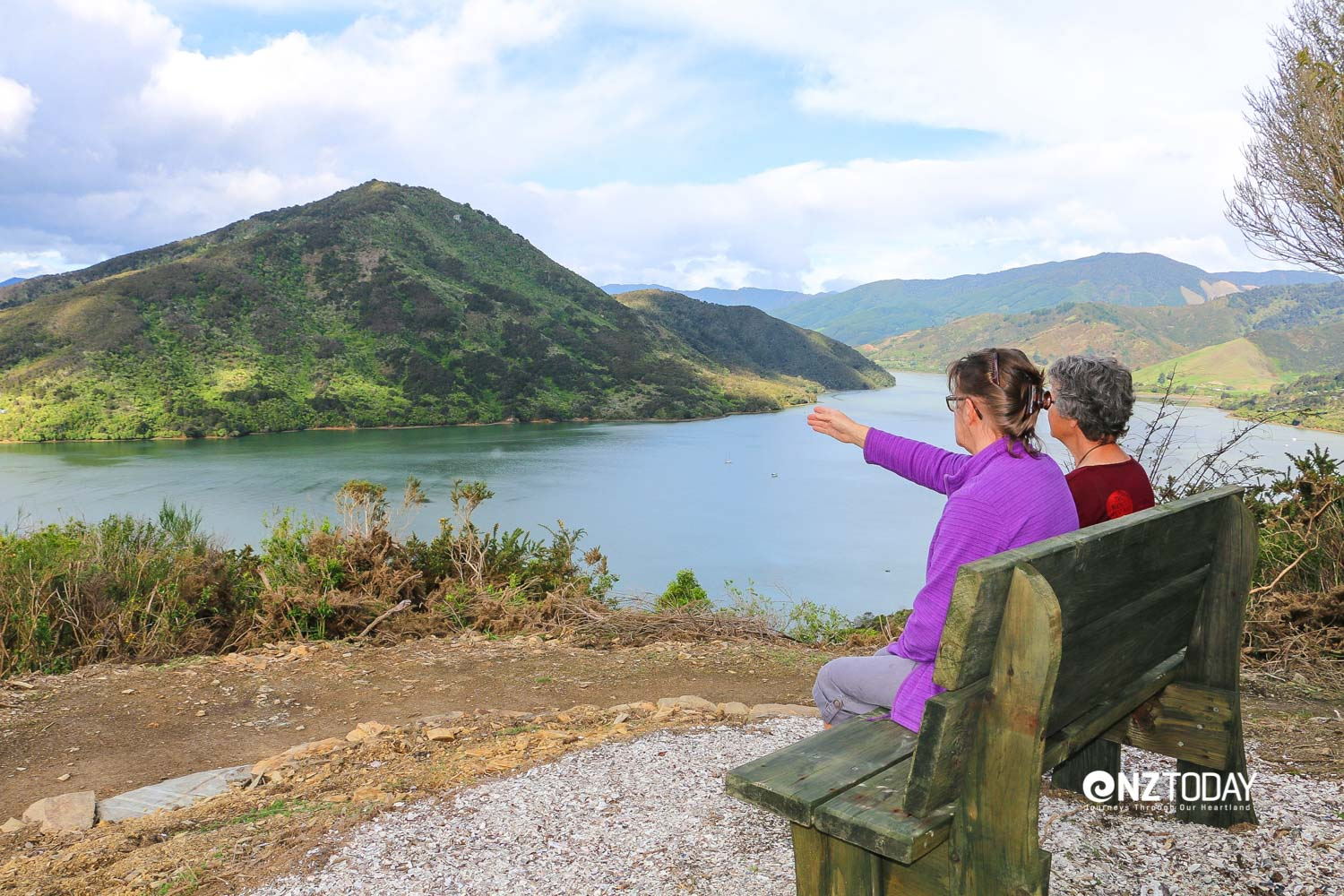 Enjoying the elevated views from the pathway over the Marlborough Sounds (credit Link Pathway Trust)